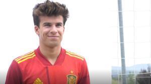 Riqui, Aleñá, Pedri... La sub-21 posa con la nueva camiseta de España