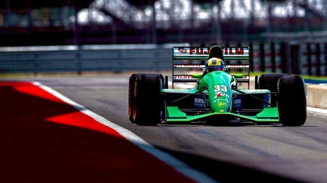 Mick, al volante del Jordan191 en Silverstone