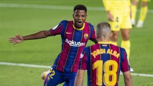 Ansu Fati celebra un gol con Jordi Alba