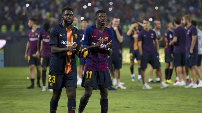 Dembelé celebra la victoria junto a Umtiti