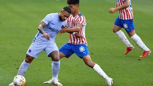 Depay impresionó en su debut con el Barça