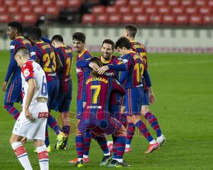 Leo Messi y Antoine Griezmann celebran un gol durante el partido de LaLiga entre el FC Barcelona y el Alavés disputado en el Camp Nou.