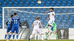 El gol de cabeza de Ianis Hagi al Lech Poznán