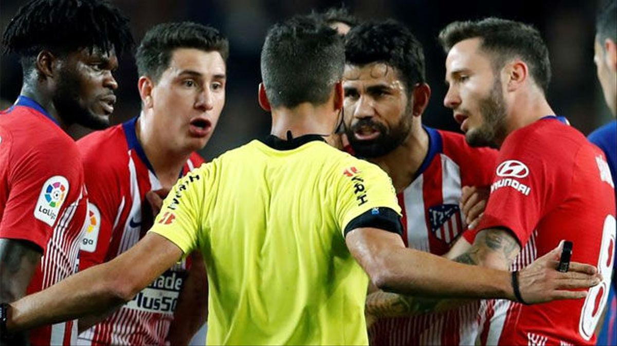 Diego Costa fue expulsado por insultar a Gil Manzano