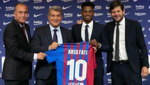 Ansu Fati renovó este jueves con el FC Barcelona