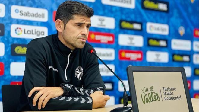 Antonio Hidalgo, entrenador del Sabadell, durante una rueda de prensa