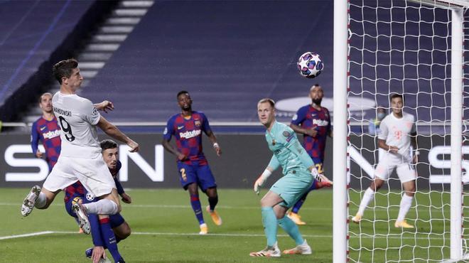 Lewandoski no falló a su cita con el gol: cabezazo para el 2-6