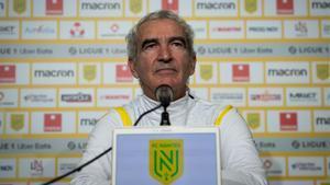 El Nantes confió en Raymond Domenech, que no ocupaba un banquillo de un equipo desde hacía 27 años, ante la complicada situación de les Canaris