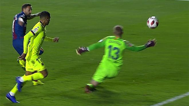 Cillessen salvó al Barça del tercer tanto levantinista