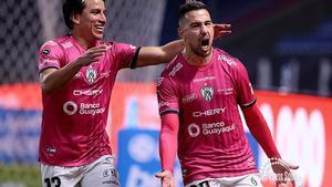 Los jugadores de Independiente del Valle celebran un gol.