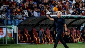 La Roma se estrena en la Conference League con una goledada