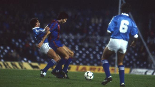 Un momento del Barça-Lleida (6-0) de Copa de la temporada 1984-85 en la que el equipo de Venables remontó el 3-1 de la ida en la Terra Ferma