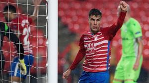 Alberto Soro celebra un tanto conseguido en lla Europa League esta temporada