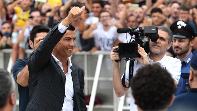 Cristiano Ronaldo a su llegada a Turín para firmar por la Juventus