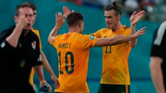 Bale asistió y Ramsey marcó
