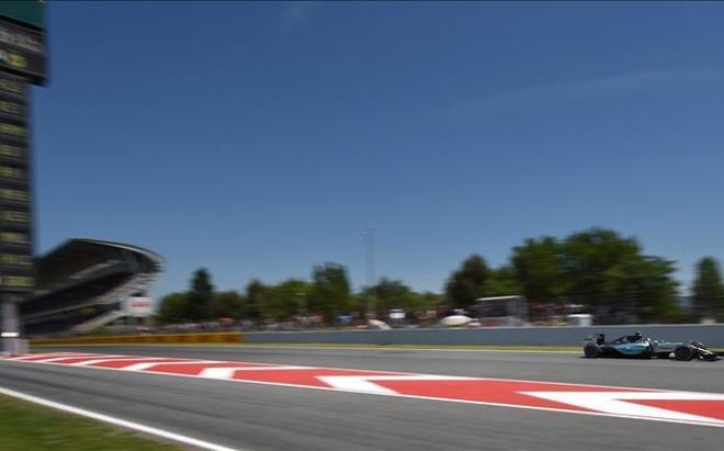 El Mercedes de Rosberg, sobre la pista del Circuit