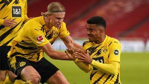 Haaland celebra con Jude el gol al Sttutgart