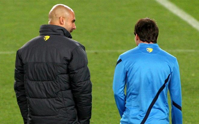 Josep Guardiola y Leo Messi durante un entrenamiento del Barça en marzo de 2012