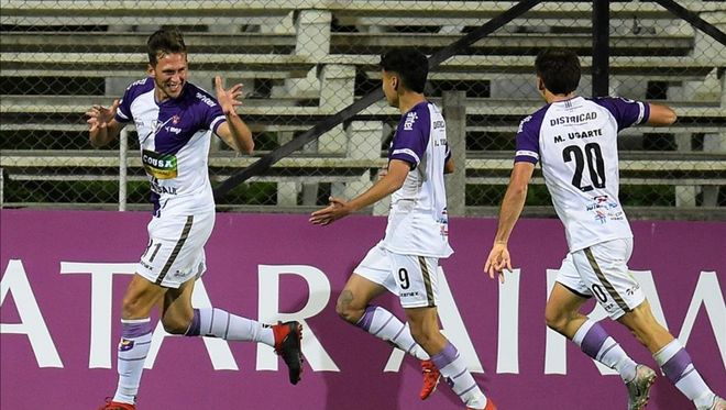 Fénix de Uruguay consigue una importante ventaja en el partido de ida