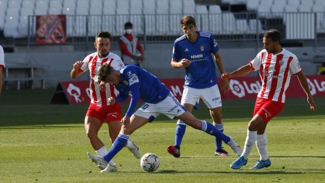 Tan solo cuatro puntos separan al Oviedo de la zona de descenso