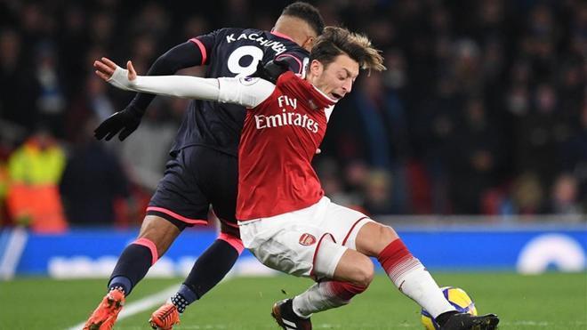 Özil arde en deseos de desplegar su talento en el Camp Nou