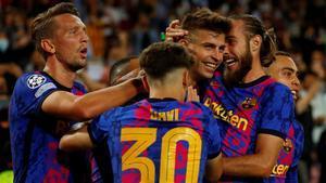 Así ha sido la celebración de los jugadores del Barça tras el tanto de Piqué