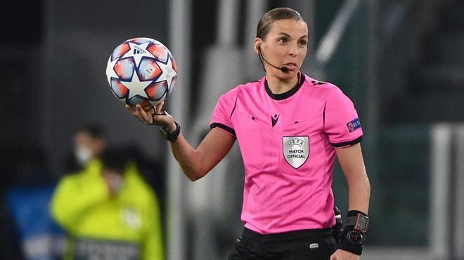 Stéphanie Frappart, en un partido de Champions League