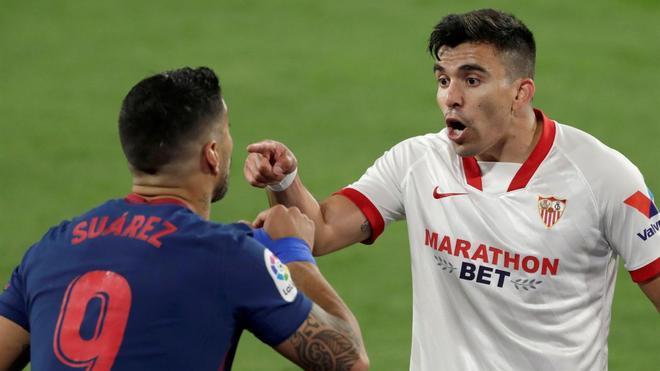Suárez y Acuña durante un lance de partido