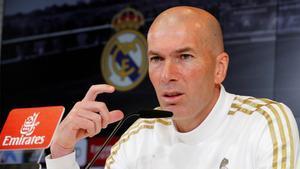 Zidane afirma que le molesta· que cuestionen los arbitrajes al Real Madrid