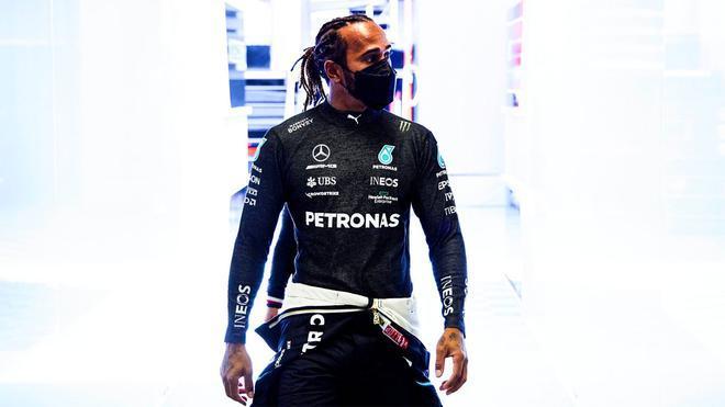 Lewis Hamilton, en el box de Mercedes