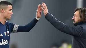 Cristiano y Pirlo celebran un gol en el partido contra el Sassuolo