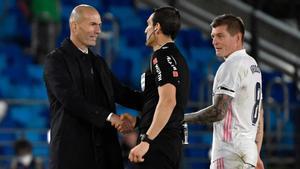Zidane buscó a Martínez Munuera después del partido para pedirle explicaciones