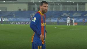 Los temblores de Messi a medio partido: El argentino tuvo que pedir cambio de camiseta por el frío