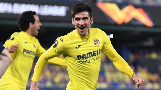 Gerard Moreno celebra un gol para el Villarreal en Europa League.