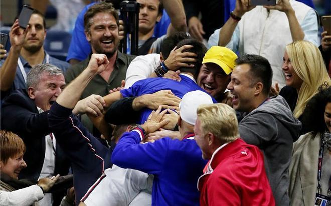 Djokovic celebrando el título de US Open 2015 con su palco