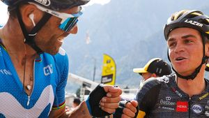 Valverde felicita a Kuss tras la etapa