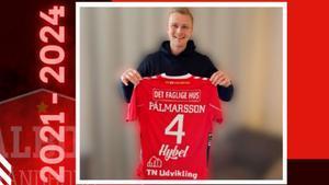 Palmarsson muestra los colores de la camiseta que defenderá la próxima campaña