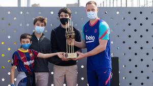 Ter Stegen recibe el premio Memorial Aldo Rovira como mejor de la pasada temporada