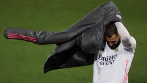 Zidane está pendiente de Benzema para la Champions