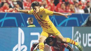 Gavi, durante el partido contra el Benfica