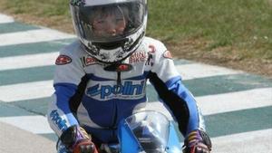 García Dols pilotando una moto de niño