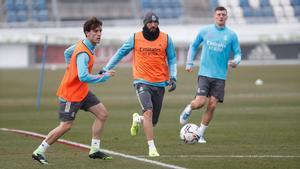 Odriozola, Benzema y Kroos en el entreno del Real Madrid