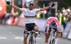 Julian Alaphilippe gana el sprint durante la carrera ciclista de un día Brabantse Pijl