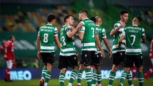 Pedro Gonçalves recoge el cariño de sus compañeros tras anotar el 1-0