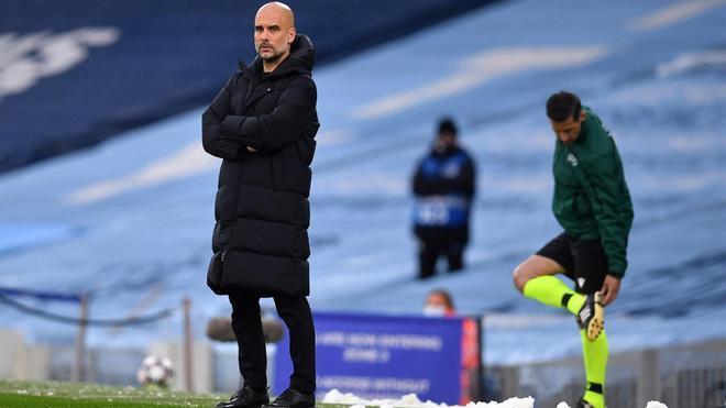 Pep Guardiola, durante el duelo en el Eithad Stadium