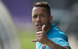 Adriano, a punto de fichar por el Besiktas
