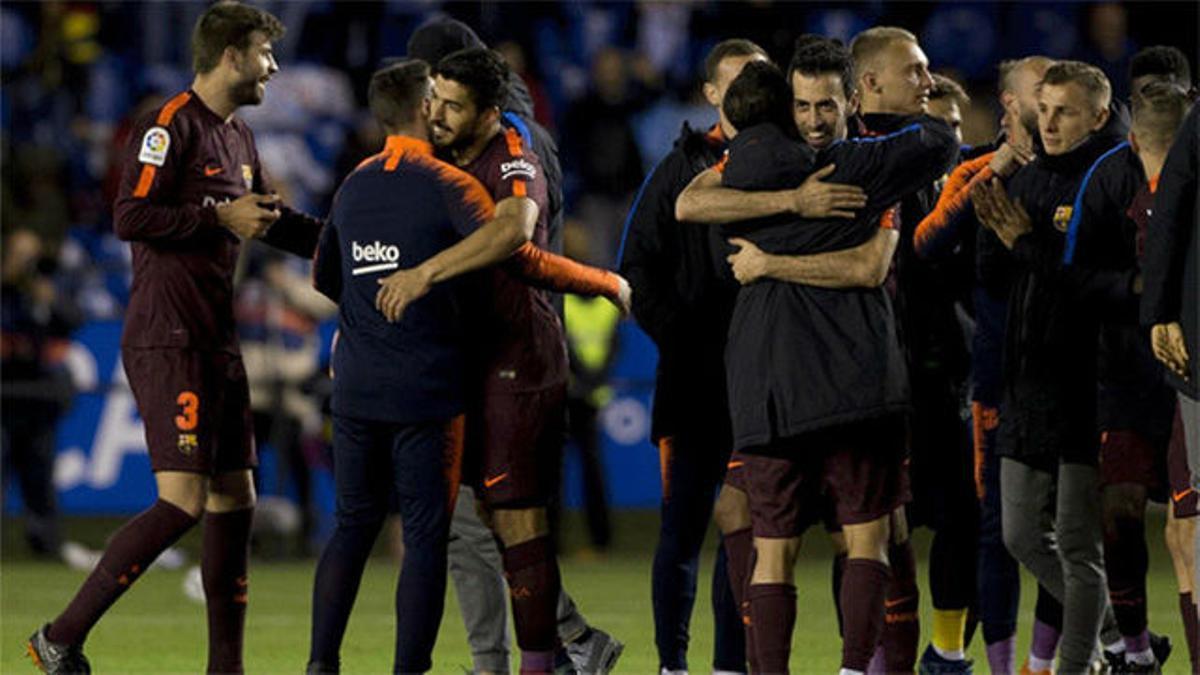 LALIGA   La celebración del Barça sobre el césped de Riazor