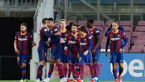 Los jugadores del FC Barcelona celebran la victoria en el partido de LaLiga entre el FC Barcelona y el Valladolid disputado en el Camp Nou.