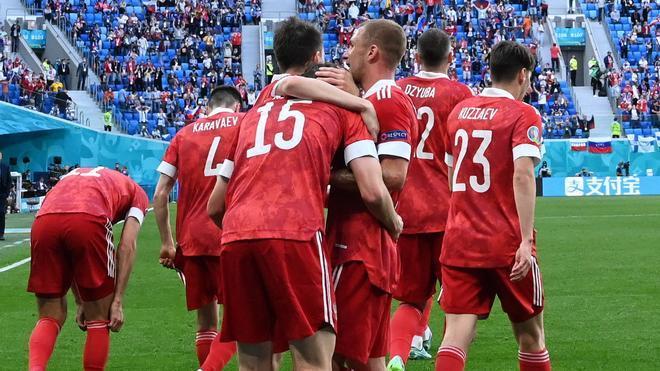 Rusia celebra su gol ante Finlandia