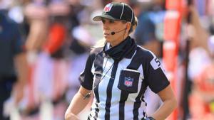 Sarah Thomas, la primera mujer que arbitrará una Super Bowl